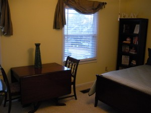 Guest room (windows and table)